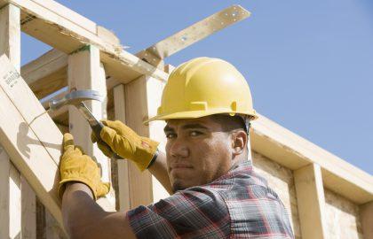 חברה לזיפות גגות – למה לא מומלץ לזפת את הגג לבדך?