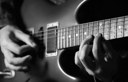 הצעדים הראשונים עם הגיטרה